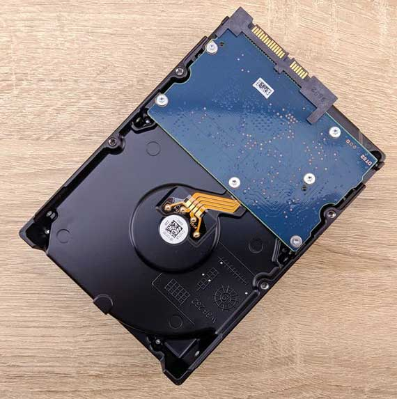 https://ttrdatarecovery.com/wp-content/uploads/2020/10/Hard-Drive-ready-to-be-fixed.jpg